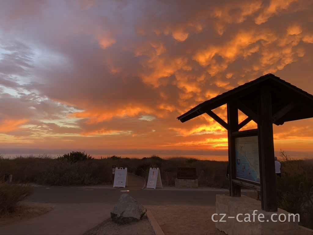 カリフォルニアのオレンジ色の夕日